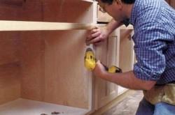 Что лучше, собирать мебель самостоятельно или довериться профессионалам?