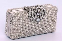 Какому материалу сумки или клатча отдать предпочтение?